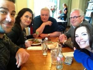 Selfie van Dave Mantel tijdens voorbespreking voor filmpresentatie bij RTL Late Night. Met Carly Wijs, Paul Ruven en Sheena Tchai.